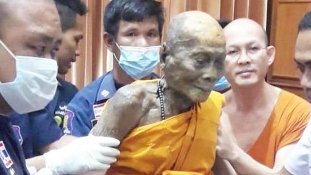泰國有座肉身菩薩,僧人過世多月依然如同活人,臉上還保持著微笑