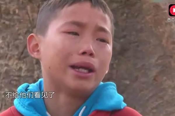 13歲男孩獨自帶大5個弟弟妹妹...