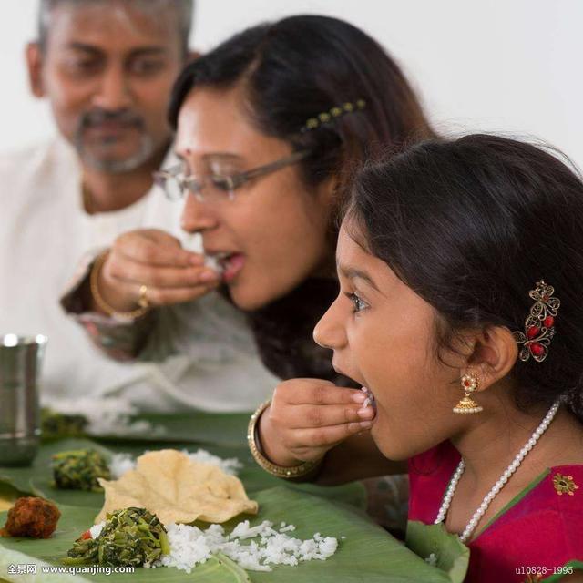 为什麼非洲人和印度人都用手吃饭?图片