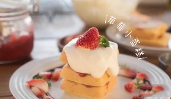 草莓季必須來份草莓小蛋糕
