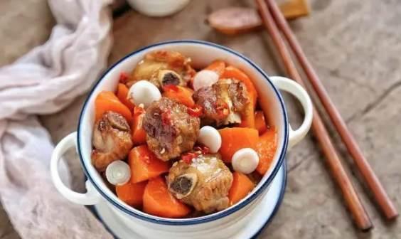 簡單幾招,跟大廚學做胡蘿蔔燉排骨,營養滋補,冬季必備!