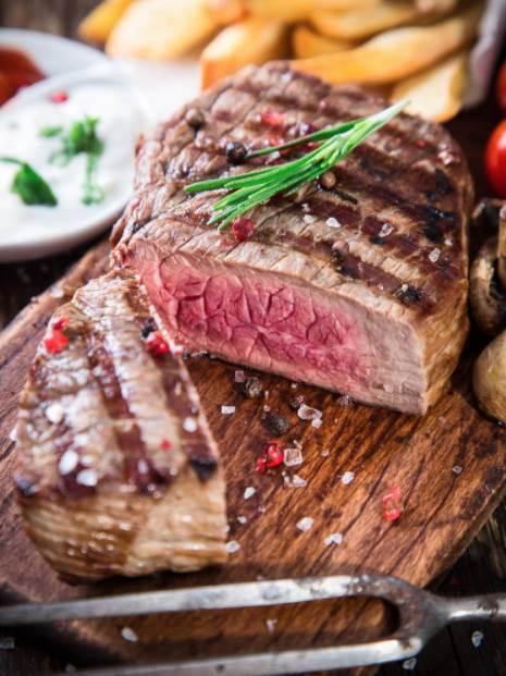 跟著洛杉磯主廚做牛排!餐廳級的牛排你也能輕鬆搞定,來點黃油味道絕贊!