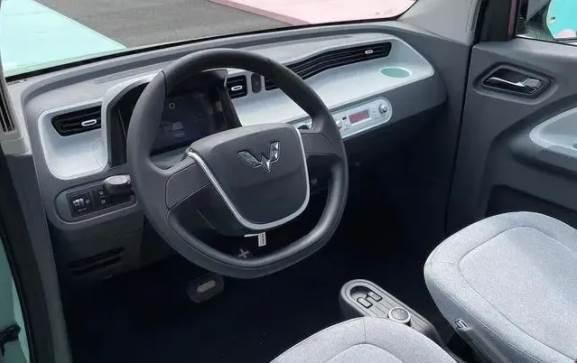 五菱宏光miniEV馬卡龍價格公佈,這次有安全氣囊了